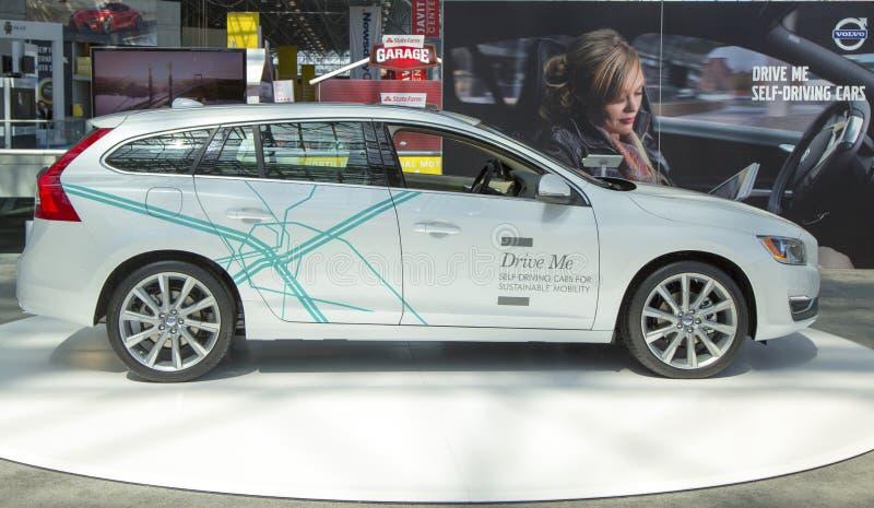 Selbst-treibendes Auto Volvos V60 an der New- Yorkinternational-Automobilausstellung 2014 lizenzfreie stockfotografie
