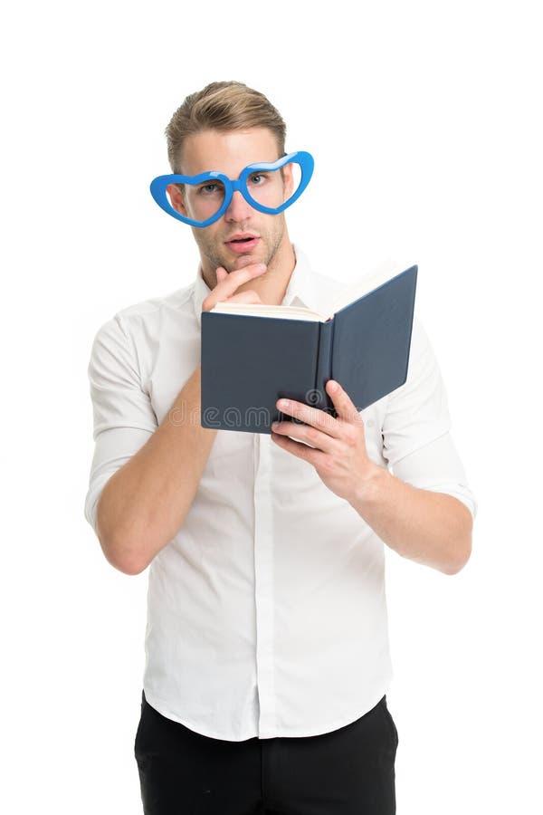 Selbstverbesserungsliteratur Hochschulstudent mit Vortraganmerkungen Lustiger Kerl des Lehrers Lesung des männlichen Studenten ku lizenzfreie stockbilder
