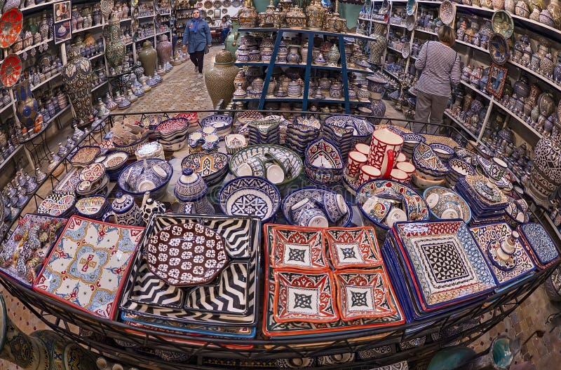 Seleção da loja da cerâmica em Fes, Marrocos imagens de stock