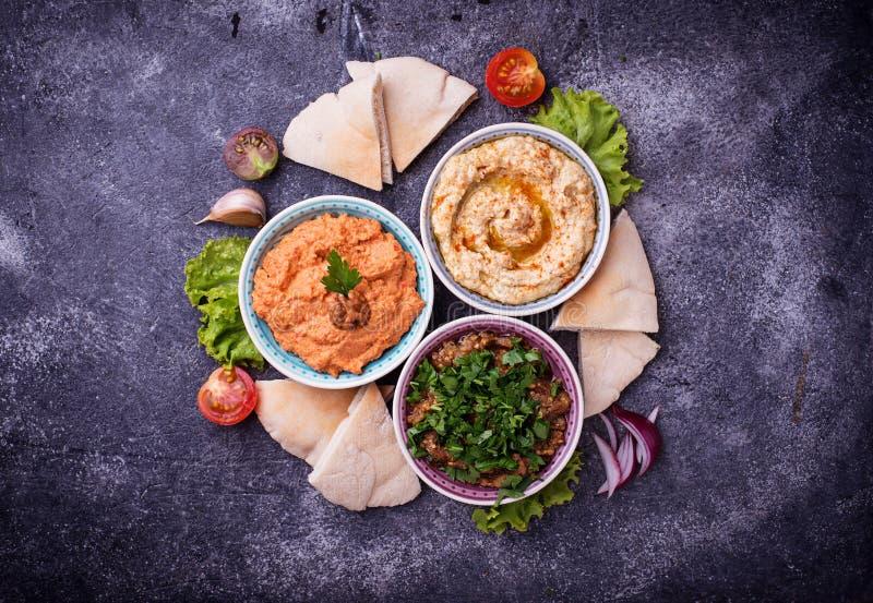 Seleção de aperitivos do Oriente Médio ou árabes foto de stock royalty free