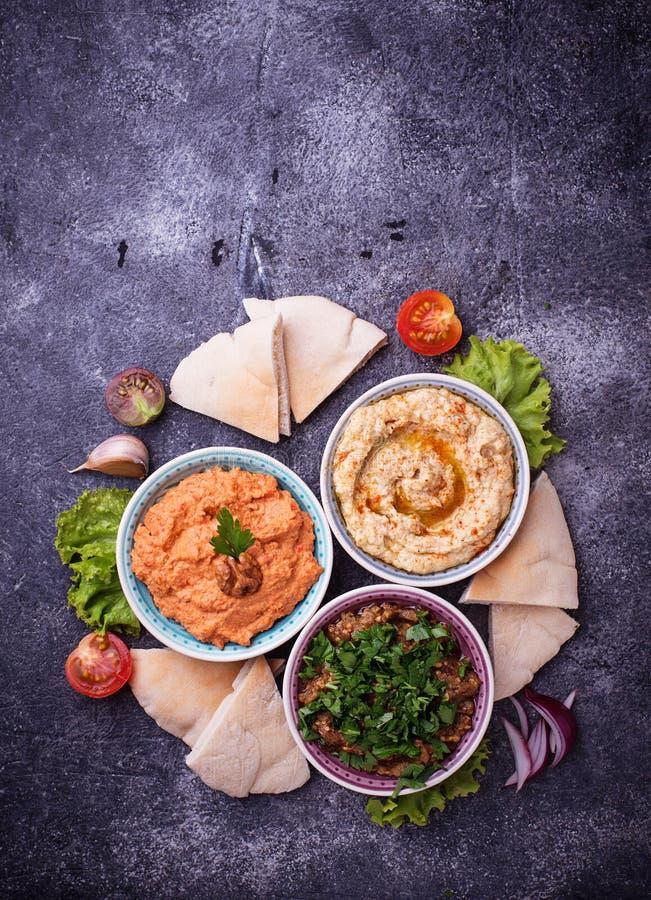 Seleção de aperitivos do Oriente Médio ou árabes fotografia de stock royalty free