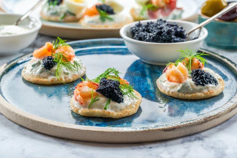 Seleção de blinis do cocktail - alimento gourmet do partido fotografia de stock royalty free