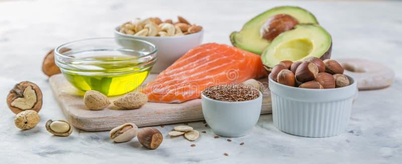 Seleção de boas fontes gordas - conceito saudável comer Conceito Ketogenic da dieta imagens de stock royalty free