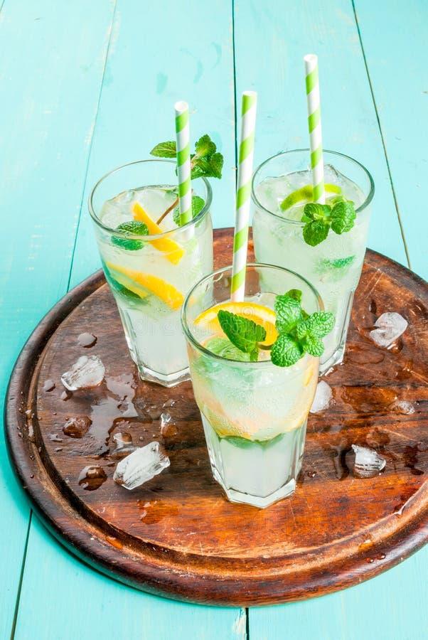 Seleção de cocktail de refrescamento do verão fotos de stock royalty free