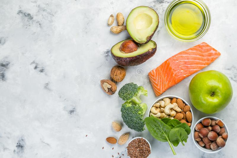 Seleção de fontes saudáveis do alimento - conceito saudável comer Conceito Ketogenic da dieta imagem de stock