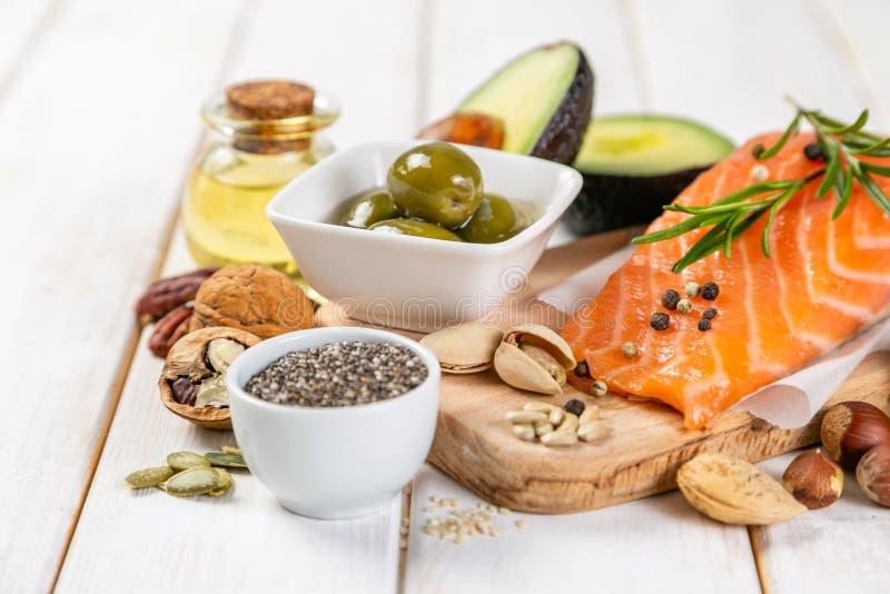 Seleção de gorduras não saturadas saudáveis, ômega 3 fotos de stock