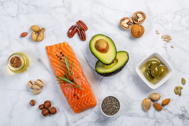 Seleção de gorduras não saturadas saudáveis, ômega 3 imagens de stock