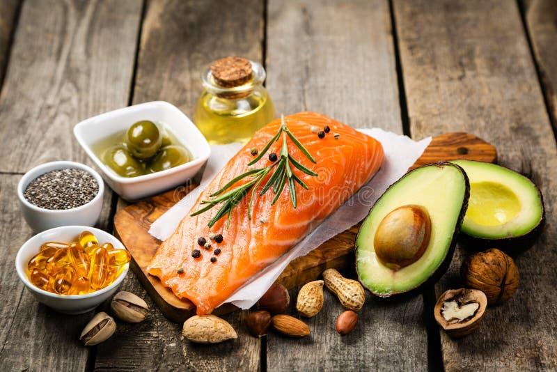 Seleção de gorduras não saturadas saudáveis, ômega 3 imagem de stock royalty free