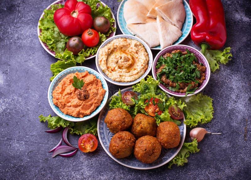 Seleção de pratos do Oriente Médio ou árabes fotografia de stock