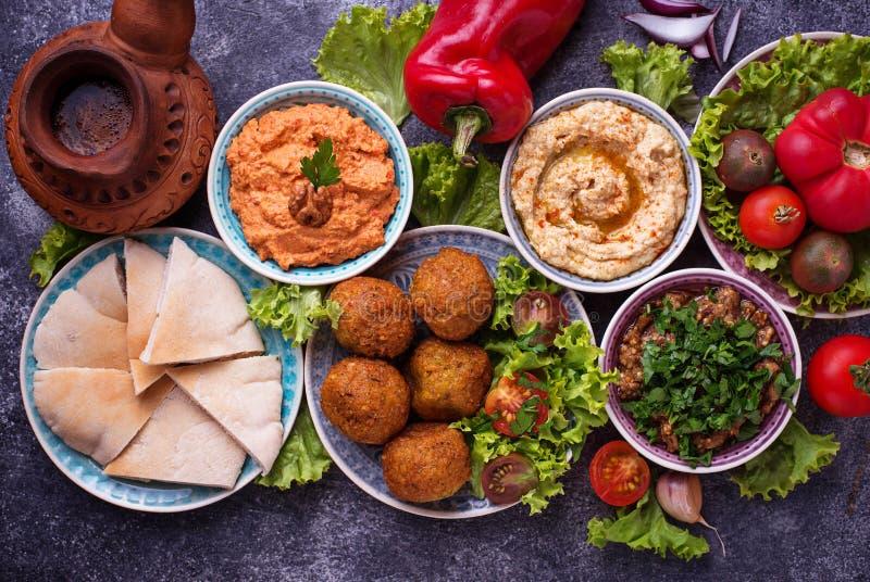Seleção de pratos do Oriente Médio ou árabes fotografia de stock royalty free