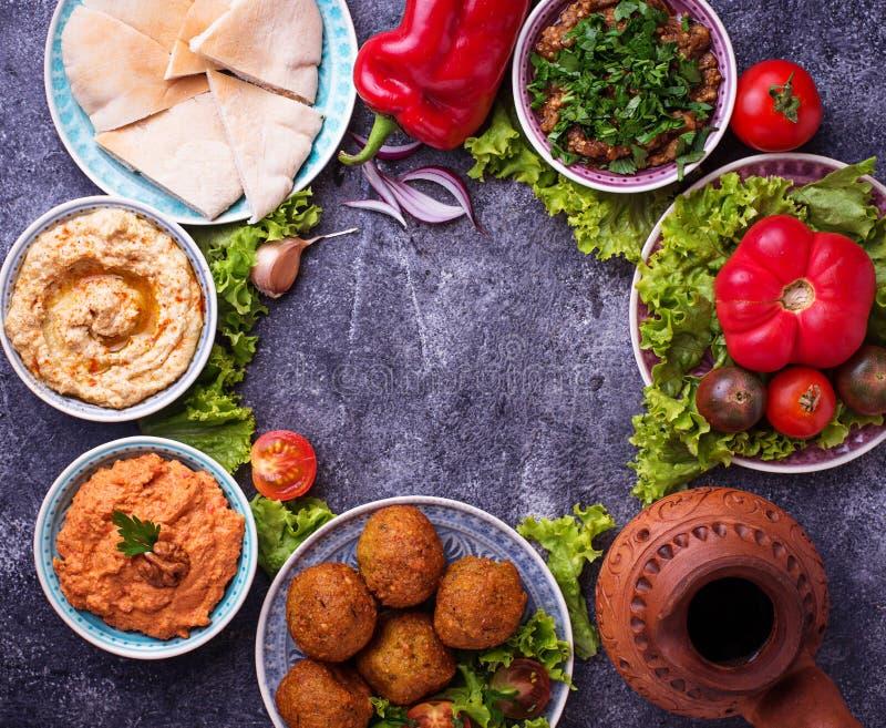 Seleção de pratos do Oriente Médio ou árabes imagens de stock royalty free