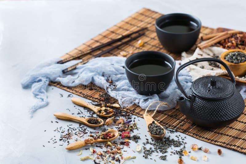 Seleção do bule erval chinês japonês do chá do masala imagem de stock