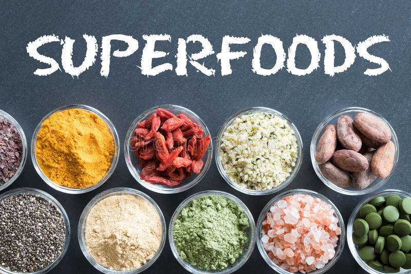 Seleção dos superfoods em um fundo preto fotografia de stock
