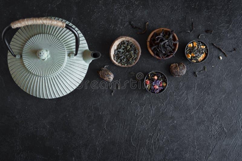 Seleção e bule do chá foto de stock royalty free