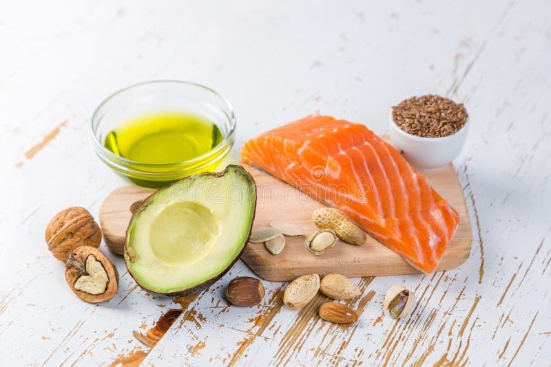 Selección de buenas fuentes gordas - concepto sano de la consumición Concepto quetogénico de la dieta foto de archivo