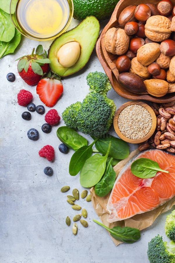 Selección de comida sana para el corazón, concepto de la vida fotografía de archivo