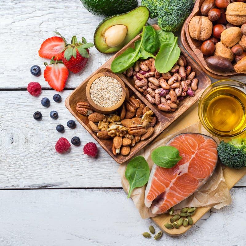 Selección de comida sana para el corazón, concepto de la vida imagen de archivo
