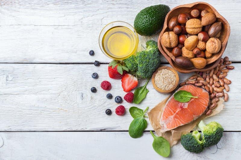 Selección de comida sana para el corazón, concepto de la vida fotos de archivo libres de regalías