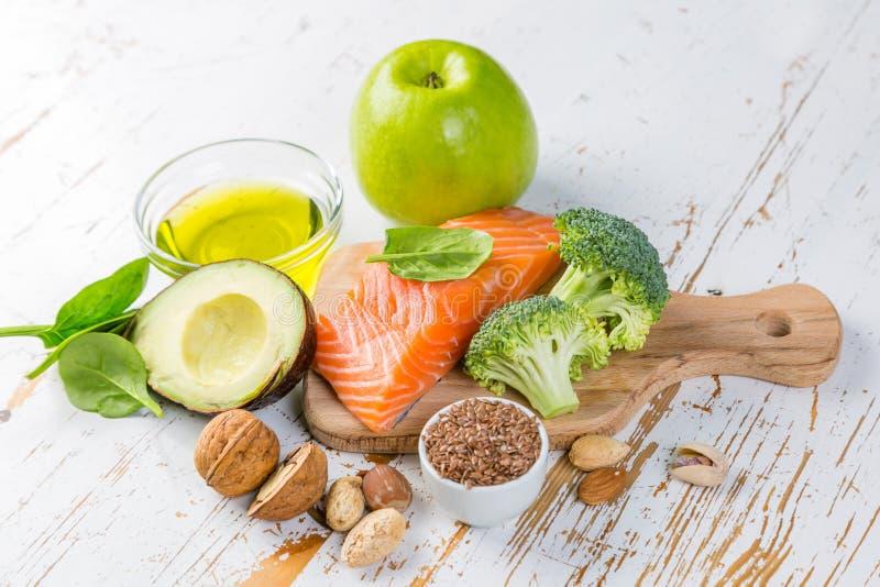 Selección de fuentes sanas de la comida - concepto sano de la consumición Concepto quetogénico de la dieta fotos de archivo
