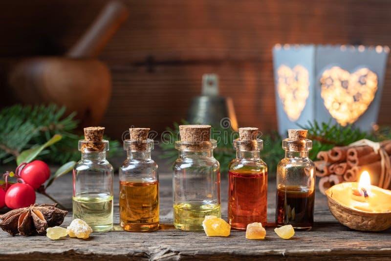 Selección de la Navidad de aceites esenciales con el incienso, winterg imagenes de archivo