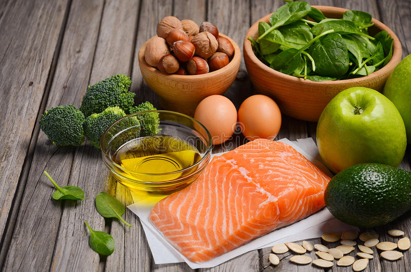 Selección de productos sanos Concepto de la dieta equilibrada