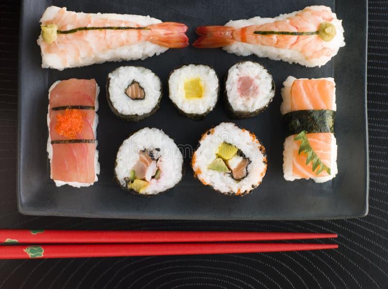 Selección de sushi de los mariscos y del vehículo con tajada imagen de archivo libre de regalías