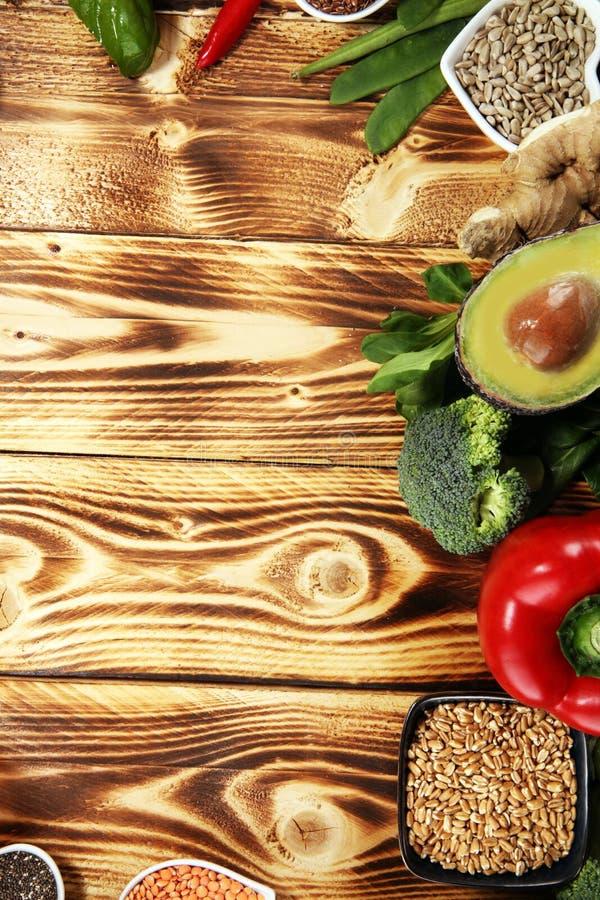 Selección limpia de la consumición de la comida sana E imagen de archivo libre de regalías