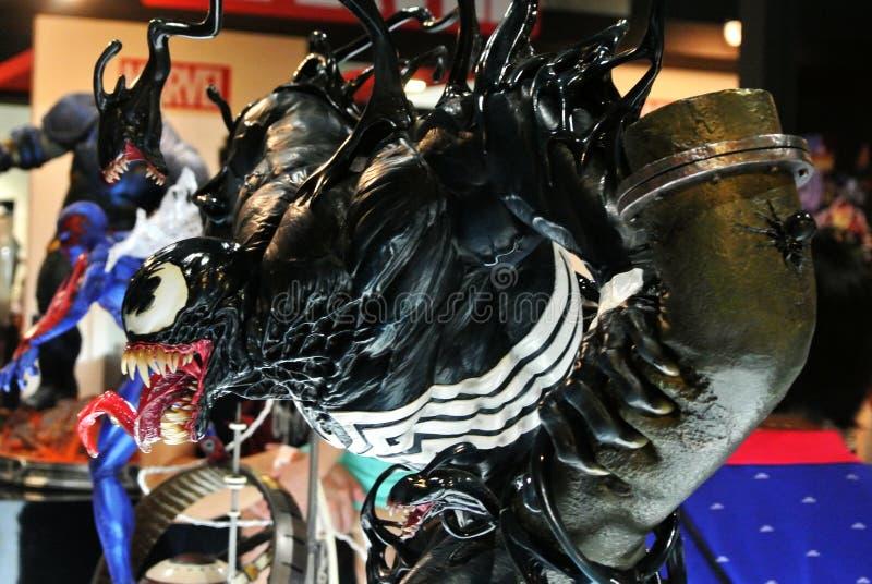 Selecionado focado na figura de ação da Marvel Comic chamada Venom Supervilão contra Homem-Aranha Valores de ação apresentados pe imagem de stock royalty free
