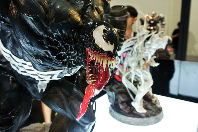 Selecionado focado na figura de ação da Marvel Comic chamada Venom Supervilão contra Homem-Aranha Valores de ação apresentados pe fotografia de stock royalty free