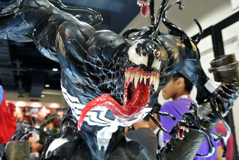 Selecionado focado na figura de ação da Marvel Comic chamada Venom Supervilão contra Homem-Aranha Valores de ação apresentados pe foto de stock