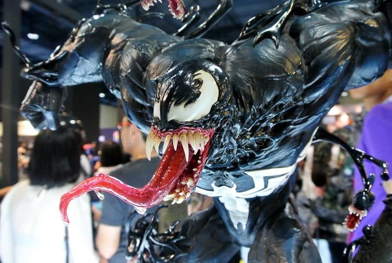 Selecionado focado na figura de ação da Marvel Comic chamada Venom Supervilão contra Homem-Aranha Valores de ação apresentados p fotos de stock royalty free