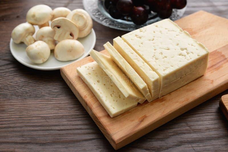 Selectie van kaas - organische zuivelfabriek royalty-vrije stock foto's