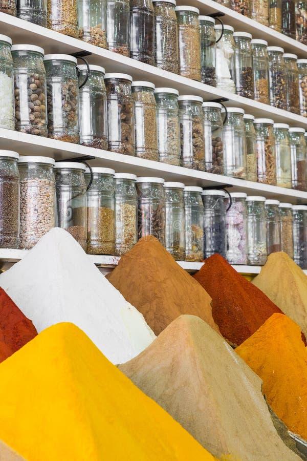 Selectie van kruiden op een traditionele Marokkaanse markt souk in M royalty-vrije stock afbeeldingen