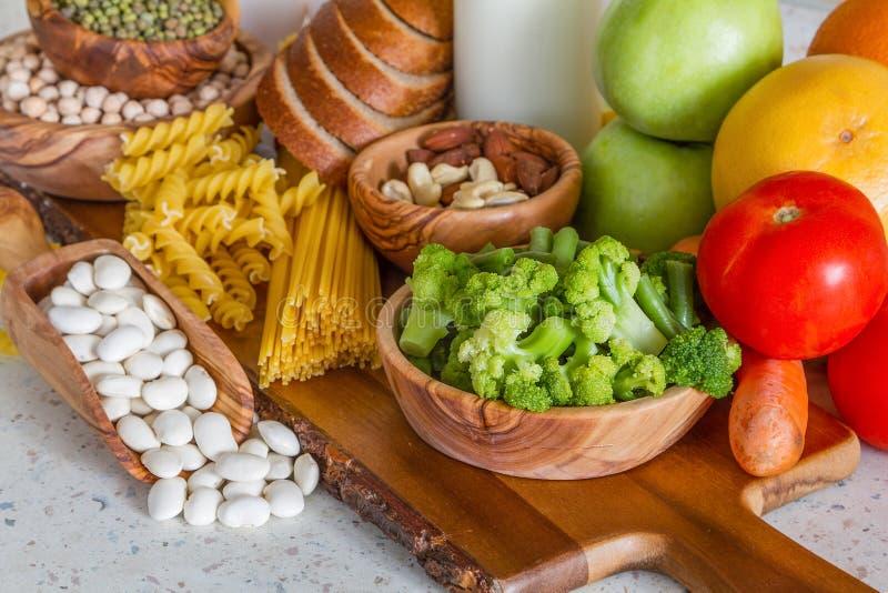 Selectie van voedingsmiddelen voor vegetarisch dieet royalty-vrije stock fotografie