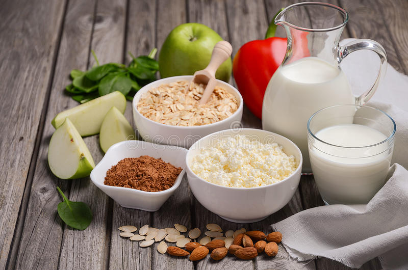 Selectie van voedsel die voor hypertensie goed is stock foto's