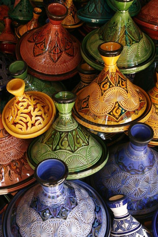 Selectie van zeer kleurrijke Marokkaanse tajines stock afbeelding