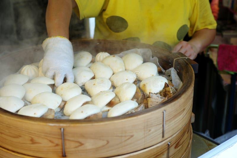 Selectieve nadruk van Chinese gestoomde broodjes in de houten stoomboot royalty-vrije stock afbeeldingen