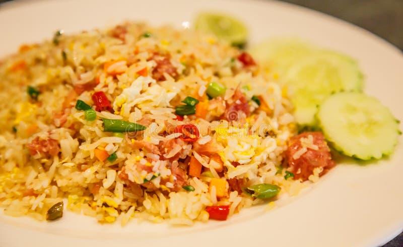 Selekcyjny skupiający się zbliżenie kuchni naczynia azjatykci tajlandzki menu: tajlandzcy fermentujący wieprzowina smażący ryż obraz stock