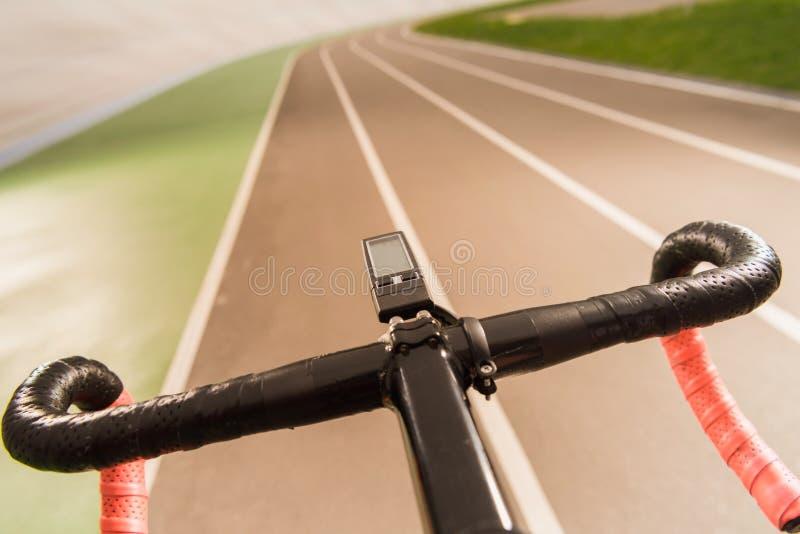 selektiv fokus av den sportive cykeln arkivfoto
