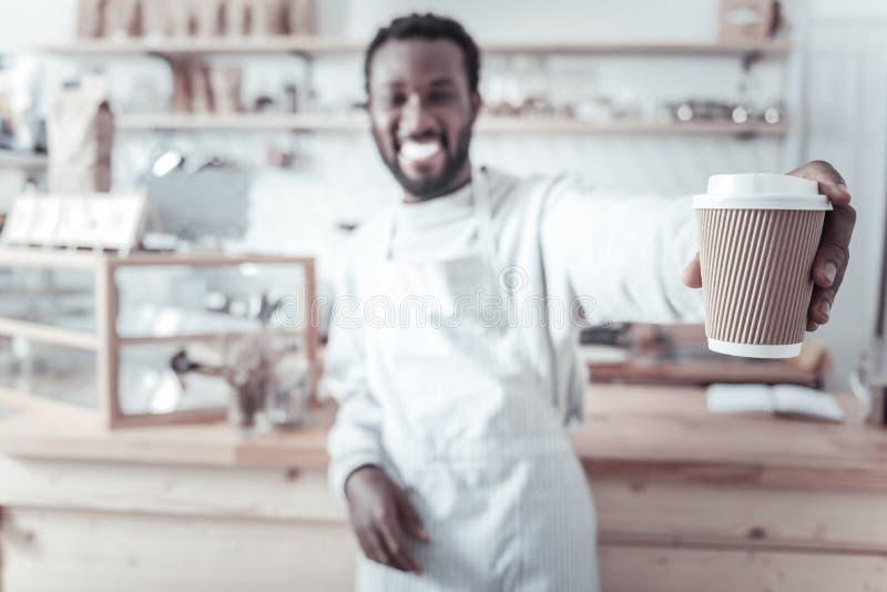 Selektiv fokus av ett exponeringsglas av kaffe royaltyfria foton