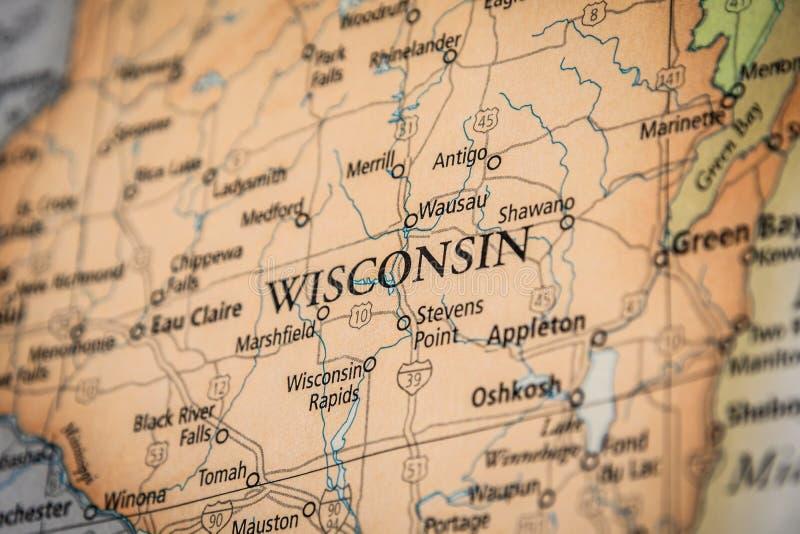 Selektiver Fokus des Bundesstaates Wisconsin auf einer geografischen und politischen Staatskarte der USA stockbilder