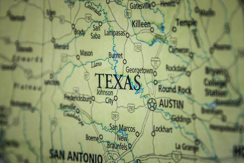 Selektiver Fokus des Staates Texas auf einer geografischen und politischen Staatskarte der USA lizenzfreies stockfoto