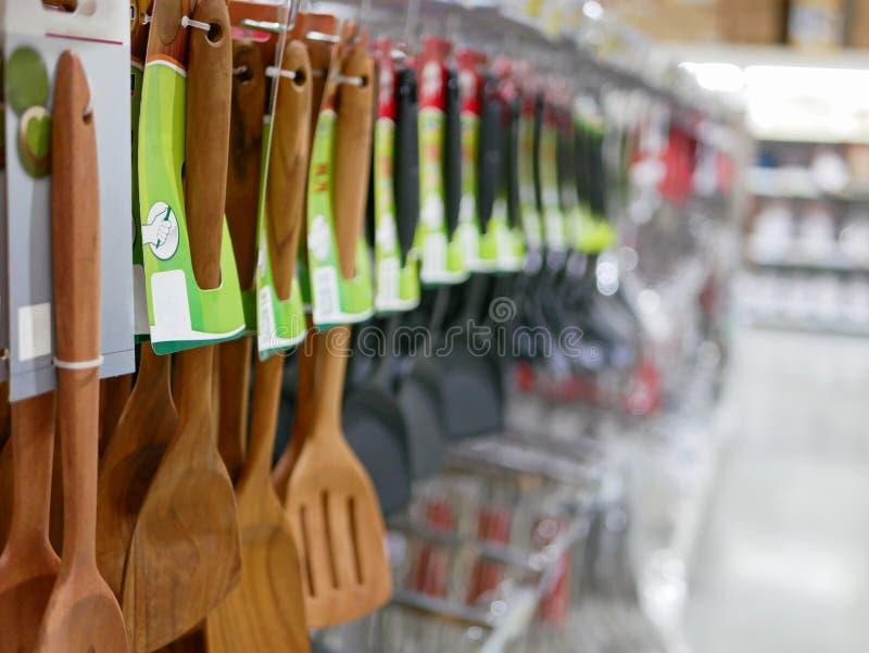 Selektiver Fokus einer Vielzahl von Küche utencils, Spachteln, zeigend an stockbild