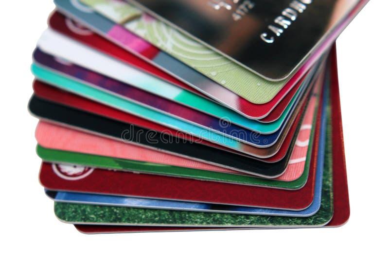 Selektiver Fokus, Stapel der Kreditkarte und Debitkarte auf weißem Hintergrund Finanzhintergrundkonzept Getrennt lizenzfreies stockfoto