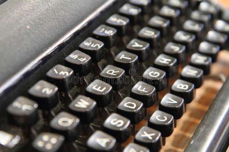 Selektiver Fokus zur alten Schreibmaschine lizenzfreies stockbild