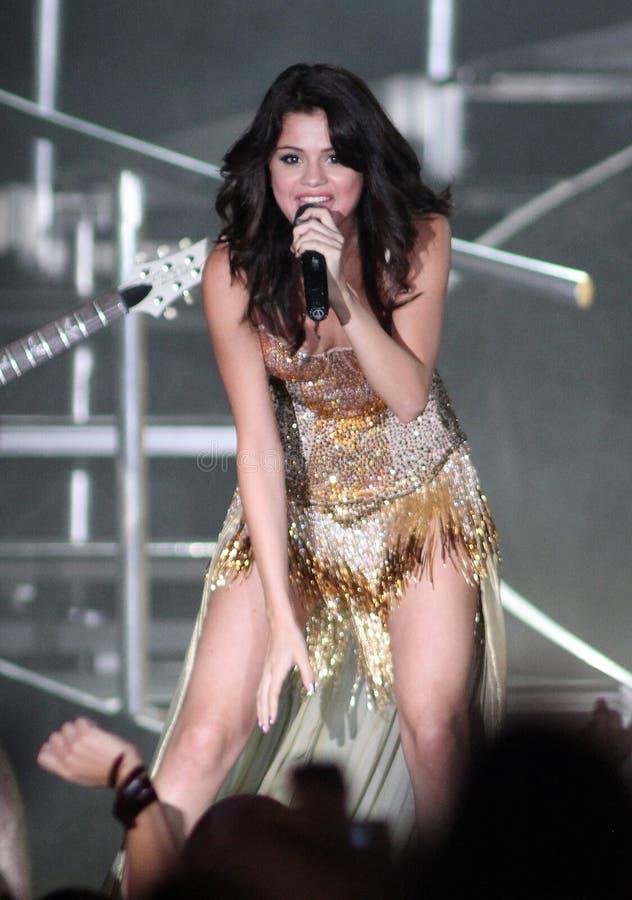 Selena Gomez se realiza en concierto fotos de archivo libres de regalías