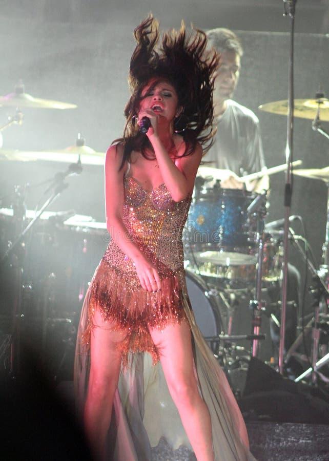 Selena Gomez se realiza en concierto fotografía de archivo