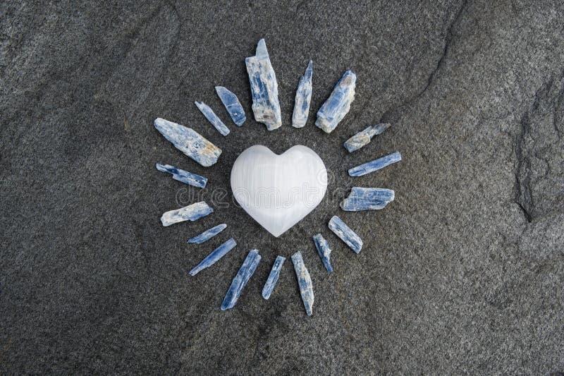 Selenite Heart On Stone z Kajanitami fotografia stock