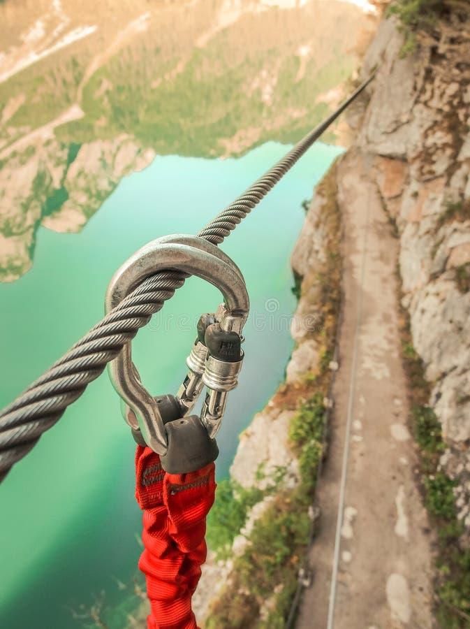 Seleutfall som in klättrar via Ferrata fotografering för bildbyråer