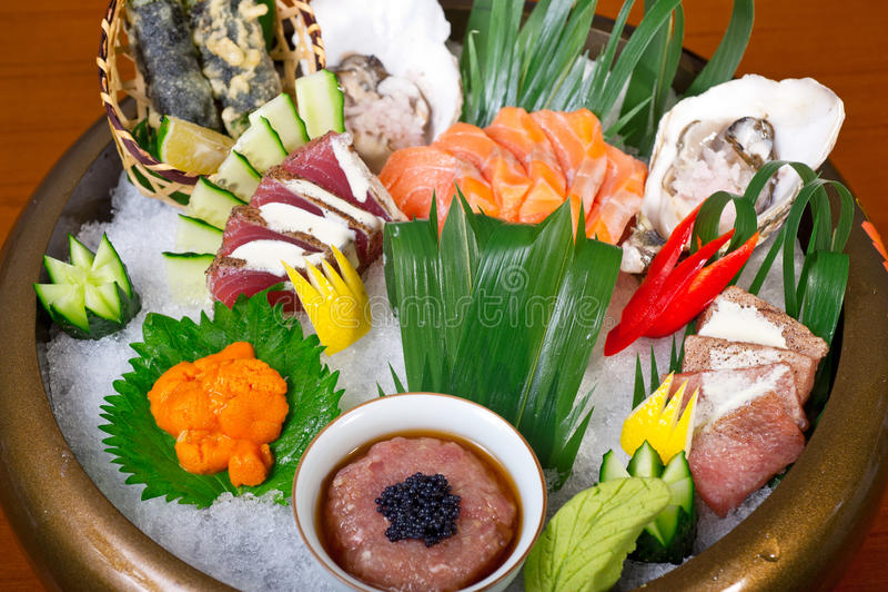 Download Selezione Choice Dell'assortimento Di Miscuglio Dei Sushi Freschi Immagine Stock - Immagine di spuntino, saporito: 55360201
